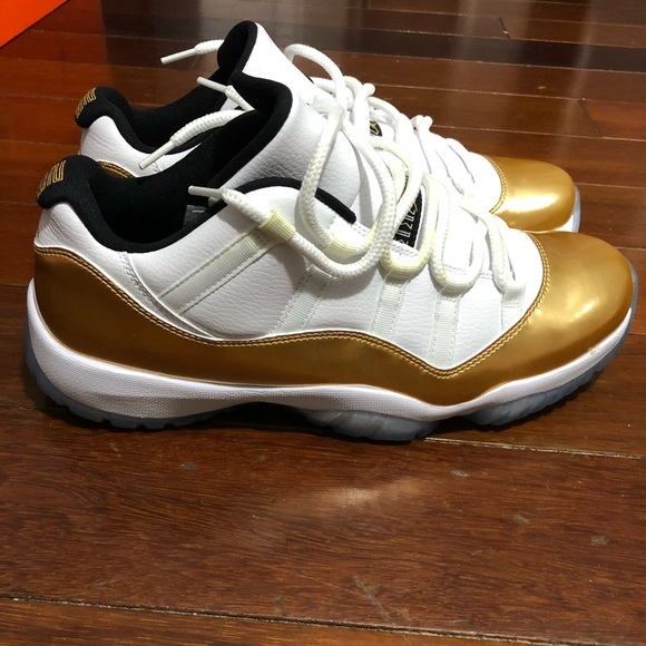 59226cd734a Men's air Jordan 11 low white and gold NWT